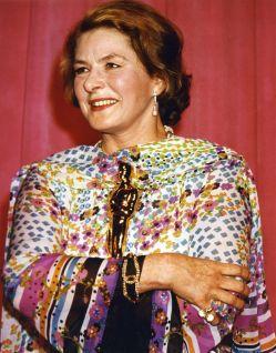 Oscar 1975 Ingrid Bergman (Assassinato no Expresso Oriente) veste Chanel @ AMPAS