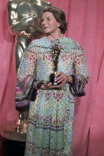 Oscar 1975 Ingrid Bergman (Assassinato no Expresso Oriente) veste Chanel @ Getty
