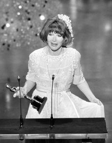 Oscar 1976 Lee Grant (Shampoo) @ Getty