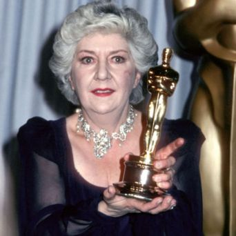 Oscar 1982 Maureen Stapleton (Red) @ Getty