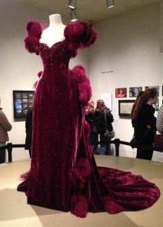11. E O Vento Levou - Vestido Scarlett O'Hara by Walter Plumkett @ Reprodução (4)