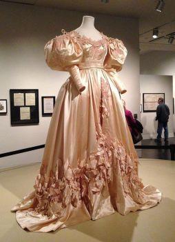 3. E O Vento Levou - Vestido Scarlett O'Hara by Walter Plumkett @ Reprodução (3)
