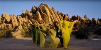 Beyonce Sprit Costumes @ You Tube _08