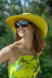Detroit Verão 2020 - Diana usa Vestido Marrô by KER, sapato KER fivela lima, chapéu KER panamá lima, bolsa KER bambu lima @ Tácito