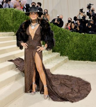 MET Gala 2021 Jennifer Lopez in Ralph Lauren @ Getty