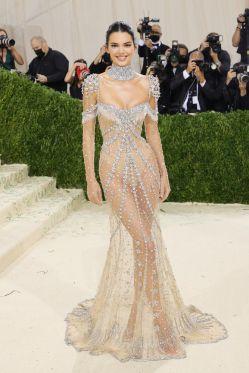 MET Gala 2021 Kendall Jenner veste Givenchy @ Getty